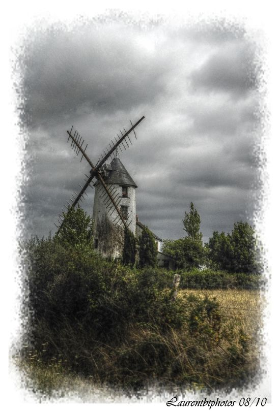 _moulin_1_mantiuk_contrast_mapping_0.1_saturation_factor_0-jpg