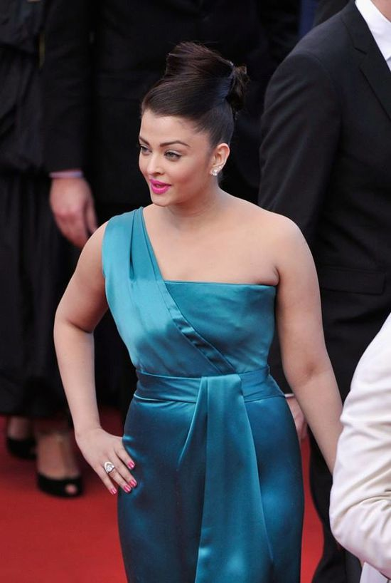 Aishwarya-Rai-Bachchan-at-the-premiere-of--Cleopat-copie-9.jpg