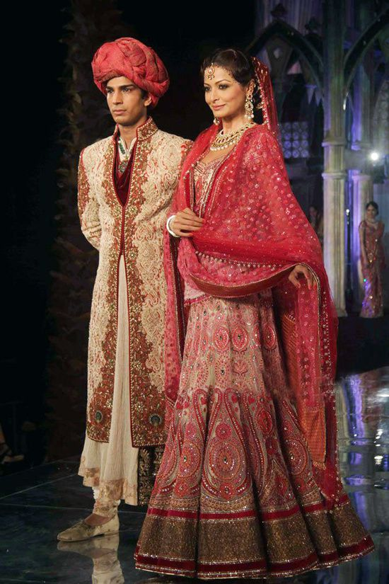 Tarun Tahiliani lors de la Aamby Valley India Bridal Week 2