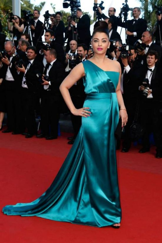 Aishwarya-Rai-Bachchan-at-the-premiere-of--Cleopat-copie-1.jpg