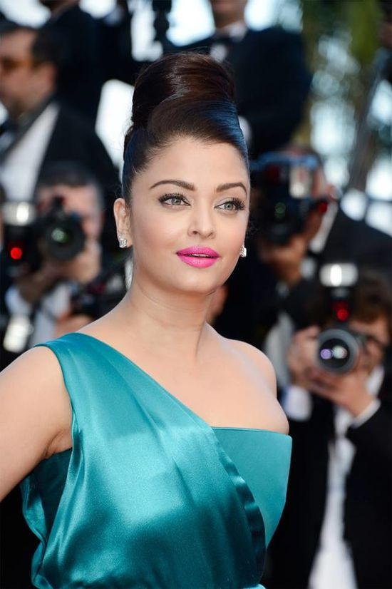 Aishwarya-Rai-Bachchan-at-the-premiere-of--Cleopat-copie-2.jpg