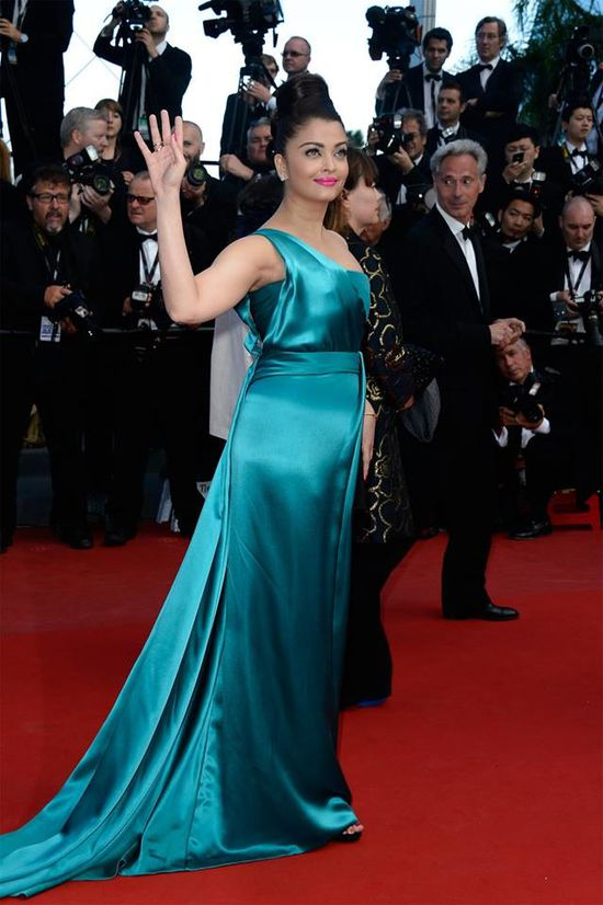 Aishwarya-Rai-Bachchan-at-the-premiere-of--Cleopat-copie-8.jpg
