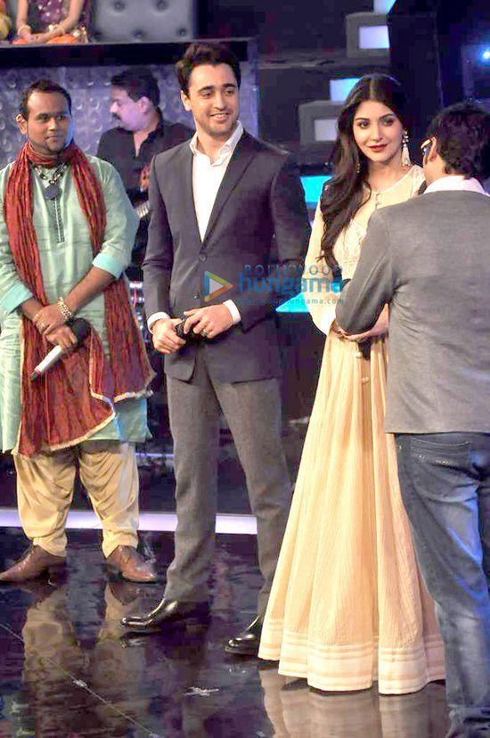 Imran-Khan-and-Anushka-Sharma-promote-Matru-Ki-Bij-copie-4.jpg