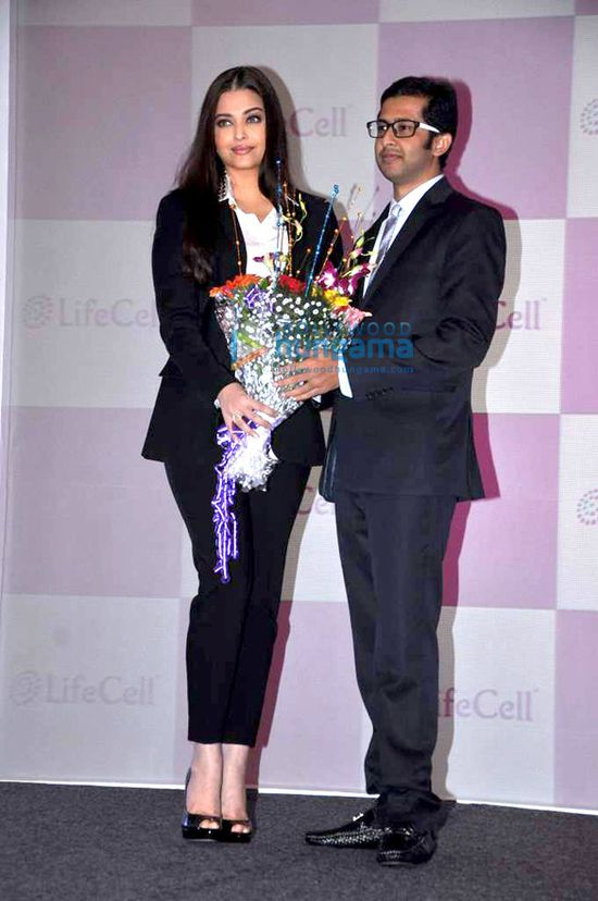 Aishwarya-unveils-Stem-Cell-Banking-Solutions-by-Lifecell-2.jpg