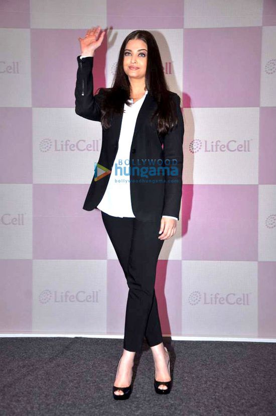Aishwarya-unveils-Stem-Cell-Banking-Solutions-by-Lifecell-5.jpg