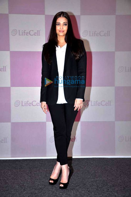 Aishwarya-unveils-Stem-Cell-Banking-Solutions-by-Lifecell.jpg