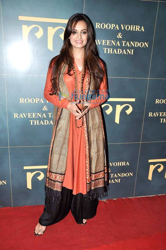 Launch-of-Raveena-Tandon---Roopa-Vora-s-store-RR-3.jpg