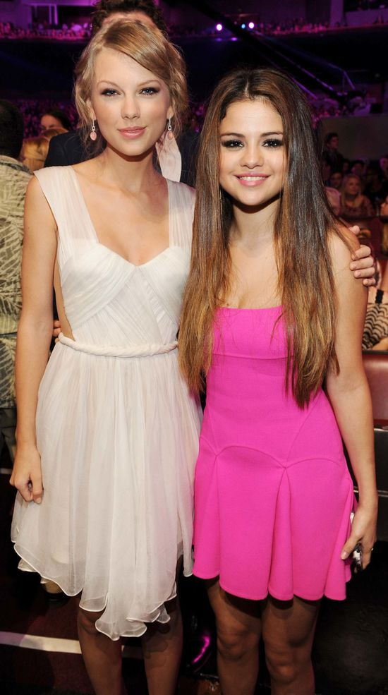 taylor-swift-selena-gomez-2012-tca-teen-choice-awards-1.jpg