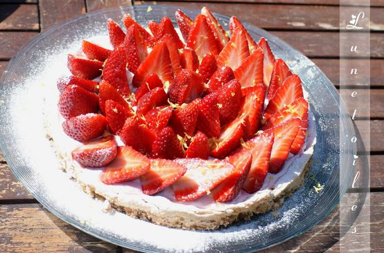 tarte-dacquoise-aux-fraises.jpg