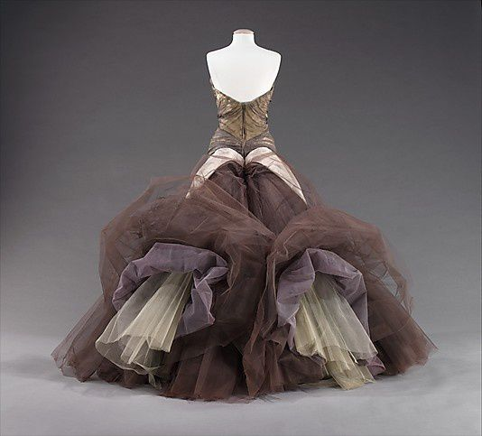 The-butterfly-gown---Charles-James-1955-3.jpg
