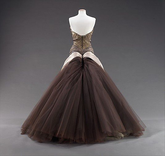 The-butterfly-gown---Charles-James-1955-2.jpg