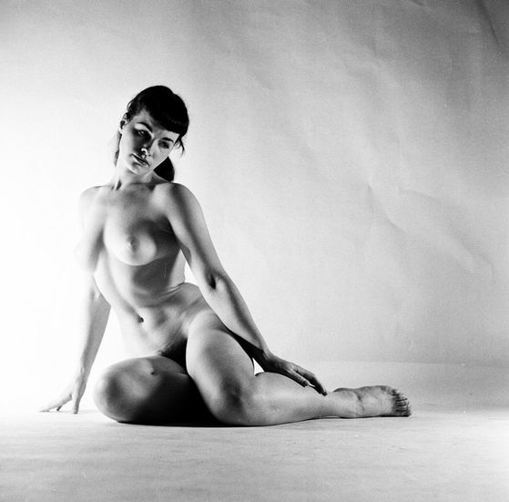 Betty-Page-par-Peter-Basch-28-05-1951.JPG
