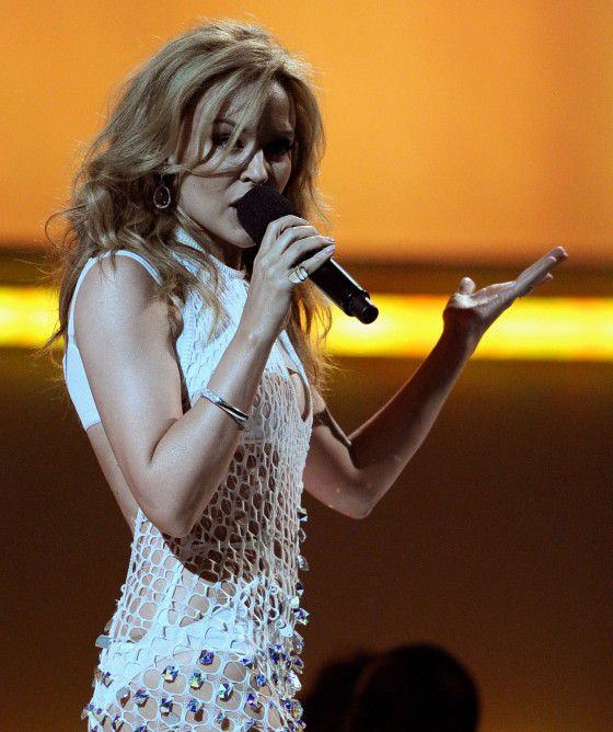 kylie-minogue-billboard-awards-2011-performance-02-560x668.jpg