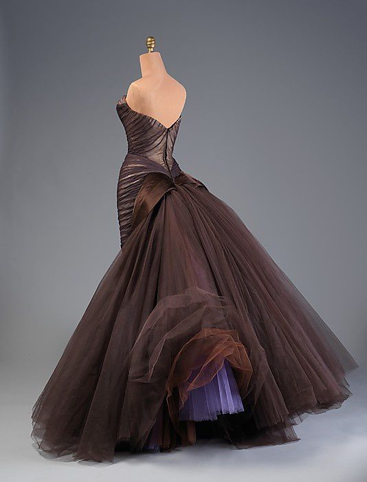 The-butterfly-gown---Charles-James-1955-1.jpg