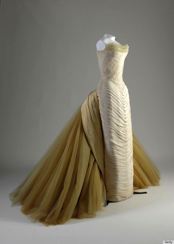 The-butterfly-gown---Charles-James-1955-7-copie-2.jpg