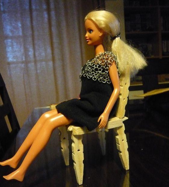 chaise en pinces linge pour barbie tuto gratuit diy tutolibre. Black Bedroom Furniture Sets. Home Design Ideas