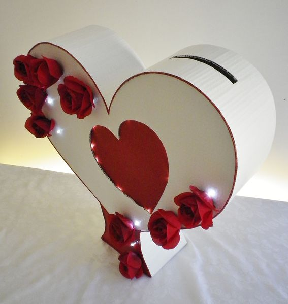 Ballot box of marriage and golden book theme heart and red - Urne de mariage coeur ...