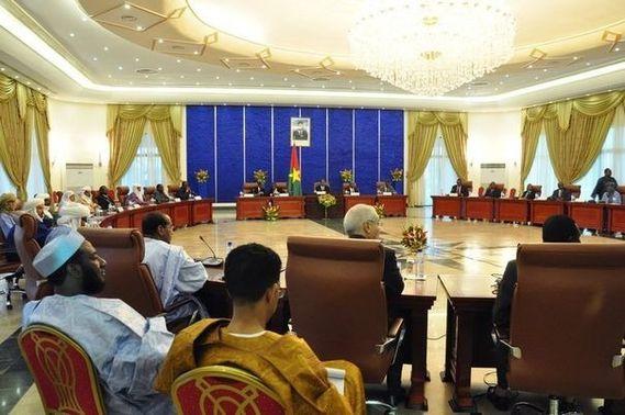 494308_des-membres-du-gouvernement-malien-du-groupe-ansar-d.jpg