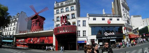 Paris pano moulin rouge 1