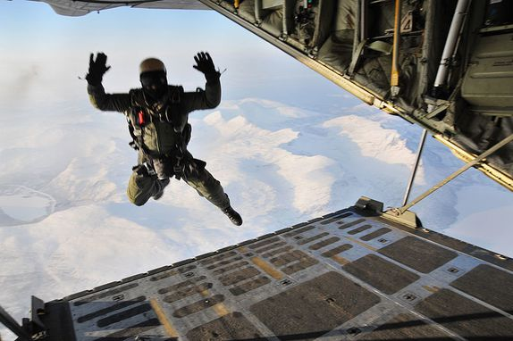 800px-US_Navy_100223-N-7162M-315_A_Navy_SEAL_freefalls_from.jpg
