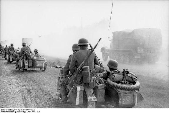Bundesarchiv Bild 101I-265-0003-13A, Russland, Motorräder