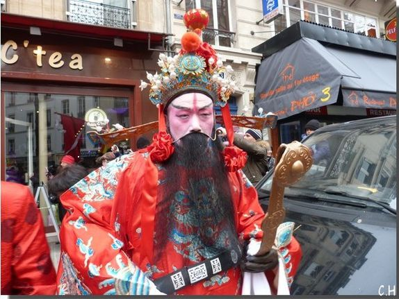 Nouvel-An-Chinois-Paris-10-Fev.2013-Personnage.jpg