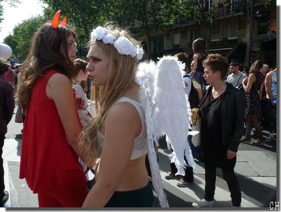 Gay-Pride-Bastille-29-Juin-2013-Paris-anges.jpg