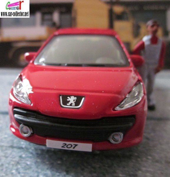 peugeot 207 burago street fire 1 43 peinture rouge car. Black Bedroom Furniture Sets. Home Design Ideas