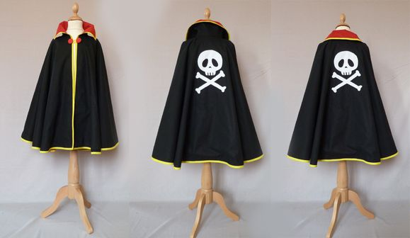 cape pirate noire rouge jaune 2