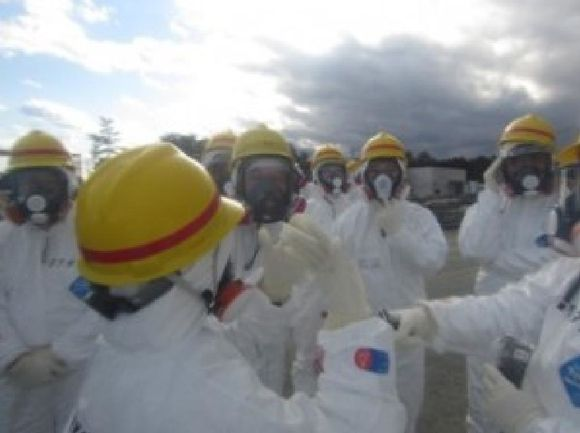 naiic4Briefing by a TEPCO employee at a spot where there is