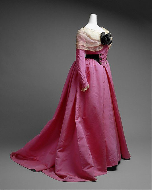 Dress-House-of-Worth-1900.jpg
