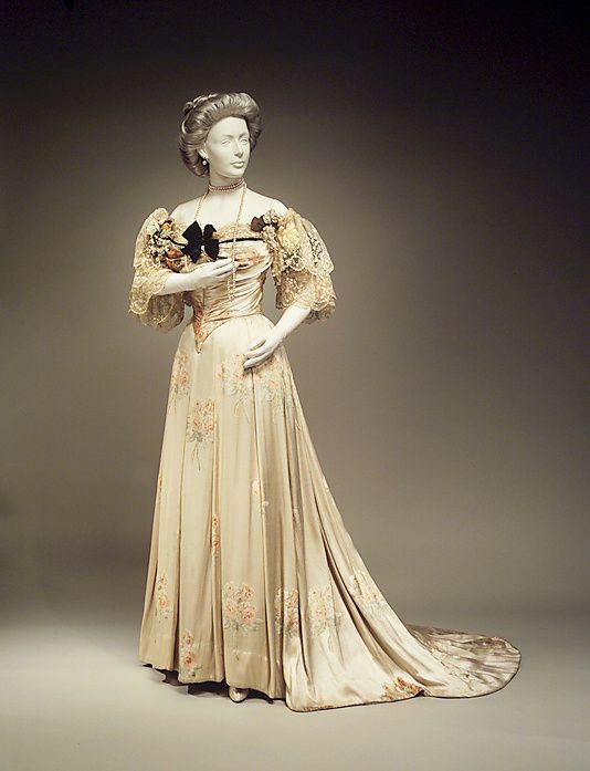 Evening-dress--House-of-Worth-1905.jpg