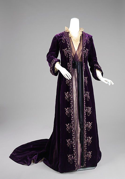 Tea-gown-House-of-Worth-1900.jpg