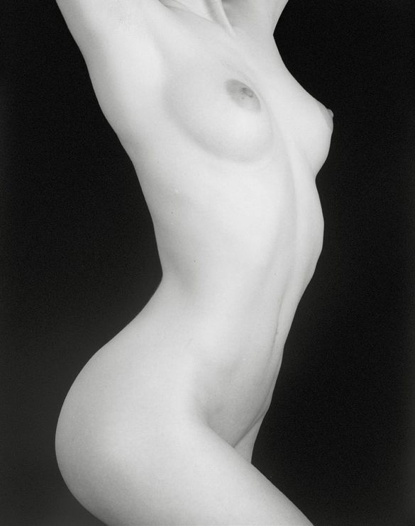 Robert-Mapplethorpe---Maryanne--1988--01-.jpeg