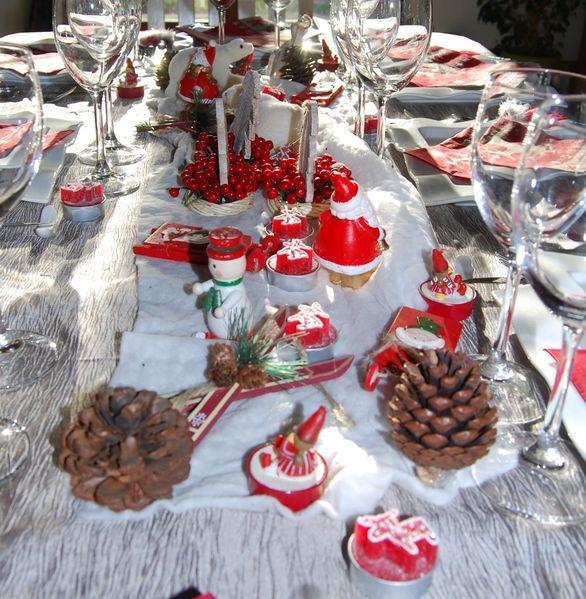 Mes tables de no l 2011 le blog de for Table noel rouge et blanc
