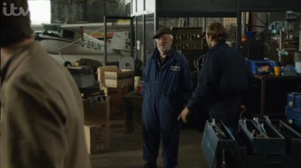 Barnaby-John-S16X04-Hangar-et-mecaniciens-Flying-club-Blog.jpg