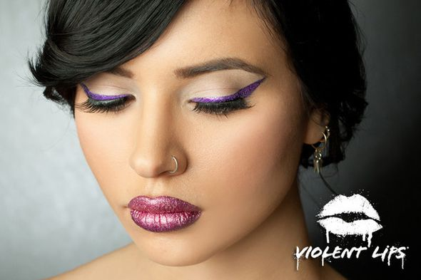 Violet-Eyes-Pointy-liner-low_grande.jpg