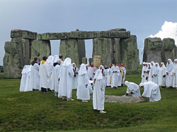 Stonehenge-celtic-ceremony-druid-BlogOuvertsuractu-5.jpg