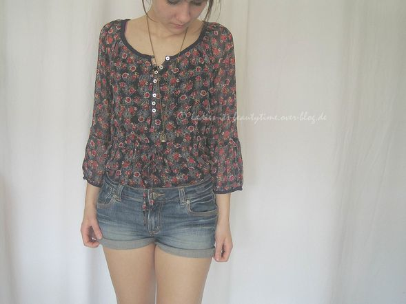 Outfit blümchenbluse1