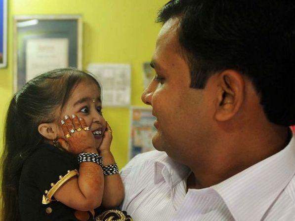 Jyoti-Amge-la-plus-petite-femme-du-monde-record.jpg