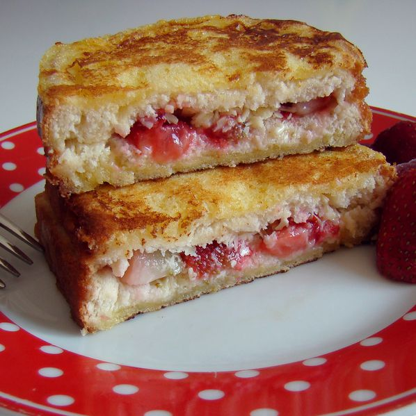french-toast-strawberry-white-chocolate.jpg