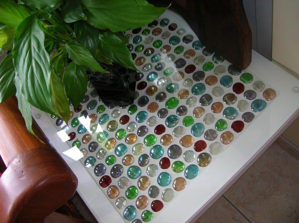 La table en billes de verre la tisseuse de mots - Peindre une table en verre ...