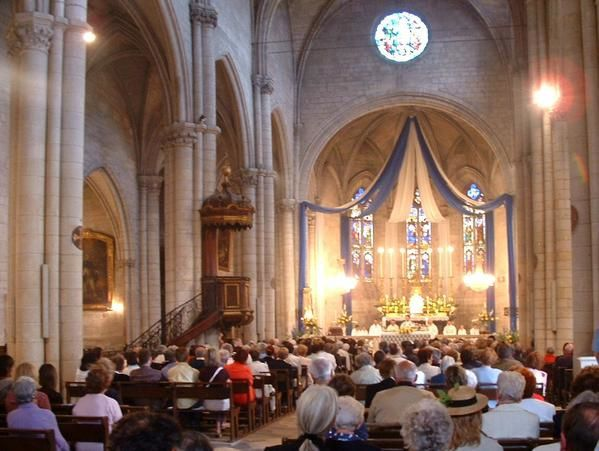 la Grand-Messe Solennelle à la Collégiale