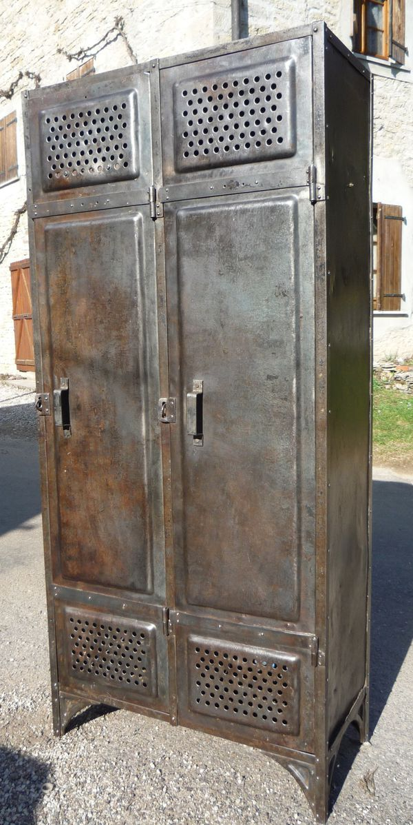 vestiaire rivete t le emboutie 2 portes 39 comessa 39 1930. Black Bedroom Furniture Sets. Home Design Ideas