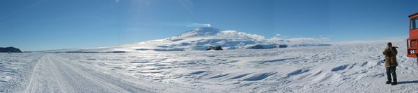 EREBUSPANORAMA---US-Antarctic-program.JPG