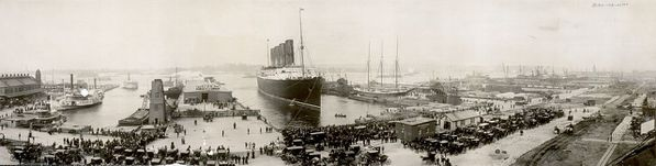 1280px-The_Lusitania_at_end_of_record_voyage_1907_LC-USZ62-.jpg