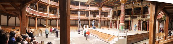 The_Globe_Theatre-_Panorama_Innenraum-_London.jpg