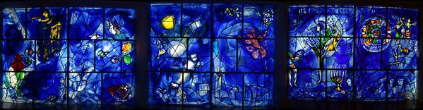 Chicago-Art-Institute-Chagall-America-Window-pano-3.jpg