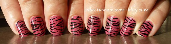 Nail-art-zebre-rose-3.jpg