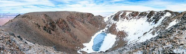 Licancabur-summit-crater---summitpost.jpg